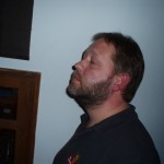 Soundmaster Patrik fokuserar på frevensområdet 1200-1600Hz. Det ser man på öronen.